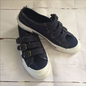 NEW! AIRWALK Sneakers